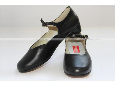 Народная женская обувь